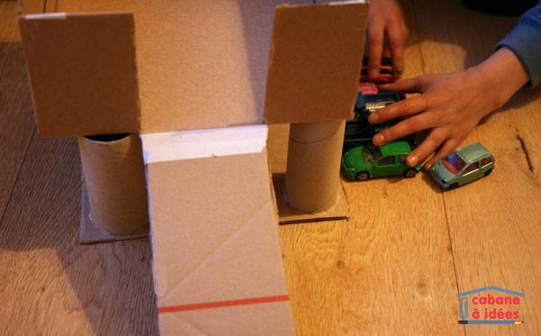 notre garage en carton cabane id es. Black Bedroom Furniture Sets. Home Design Ideas